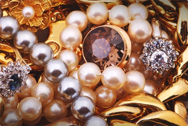 How Much Pearl Necklace Worth. From pearl type to pearl sizing, we'll show you all you need to select the ideal piece of jewelry. New to buying a pearl necklace? Feeling at a loss for all the various options? #pearls